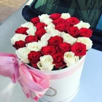 Silindir Kutuda Kırmızı Beyaz Güller