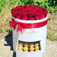 Silindir Kutuda Kırmızı Güller & Çikolata