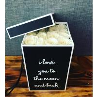 Dikdörtgen Kutuda Beyaz Güller