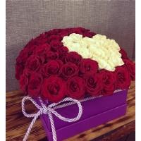 Kare Kutuda Kırmızı Beyaz Güller & Kalp