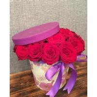 Silindir Kutuda Kırmızı Güller