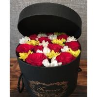 Silindir Kutuda Kırmızı Güller & Papatyalar