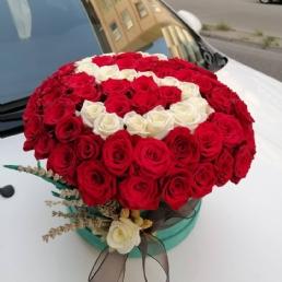 Yuvarlak Kutuda Kırmızı Güller