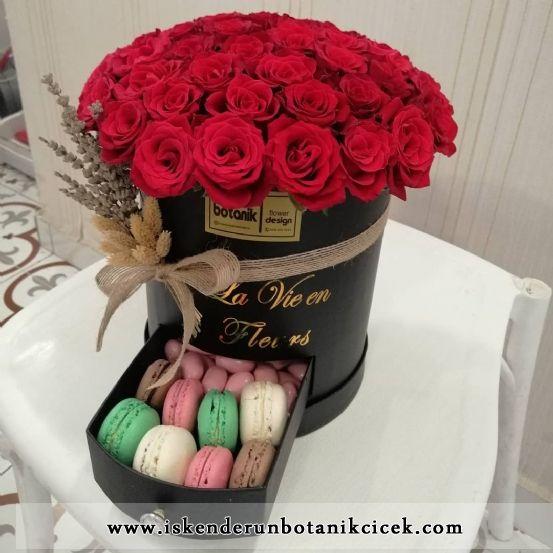 Yuvarlak Kutuda Kırmızı Gül Aşkı